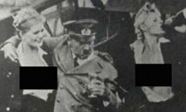 Foto e rrallë e Hitlerit duke dalë nga një klub nate me 2 vajza