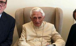FOTO/ Papa i dorëhequr Bendikti XVI, në publik me sy të nxirë!