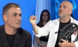 Arian Çani heroi pozitiv i medias kapitaliste!