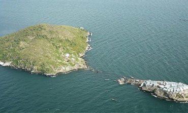 Ishulli i vogël më i populluar në botë, pranë ishullit të madh pa asnjë banor! (Foto)