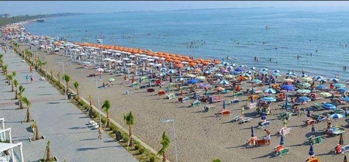 Turistët nga Kosova po braktisin Shqipërinë