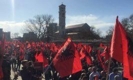 """""""Sputnik"""": Ja pse Prishtina kërkon pasaporta të Shqipërisë"""