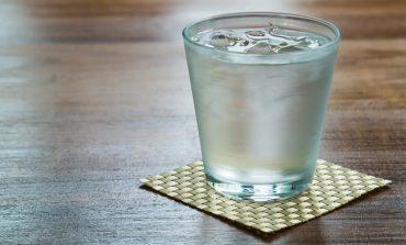 Uji ju ndihmon të digjni 490 kalori