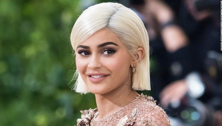 A është Kylie Jenner shtatëzanë? Kjo foto vërteton gjithçka