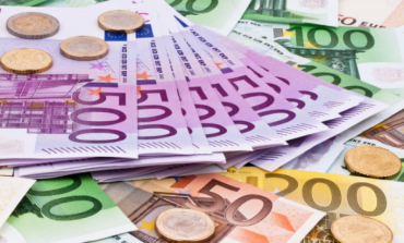 Bie euro, ja ç'ndodh me dollarin
