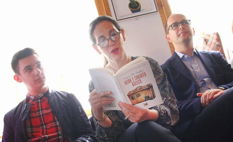 Muaji i Letërsisë/ Leximi si akt dashurie, fushatë në gjithë Shqipërinë
