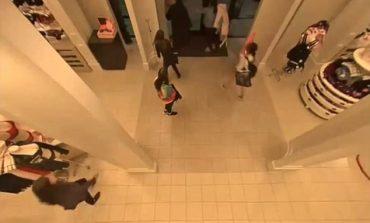 5 femra të armatosura që vjedhin një nga dyqanet e Vicoria's Secret (VIDEO)