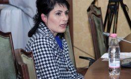 VIZITA/ Kryeprokurorja Arta Marku nuk i ndahet Elbasanit: Çfarë fshehin 40 dosjet që do të rihapen