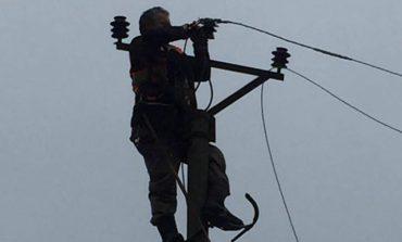 PËRMBYTJET/ Elbasan, rikthehet energjia elektrike për 8 mijë familje