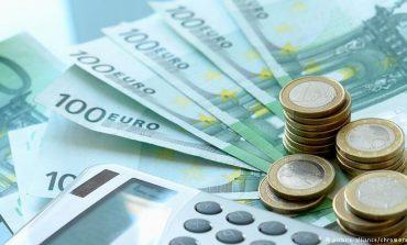 Fillojnë efektet sezonale, euro në rënie në tregun vendas