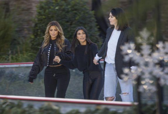 FOTO/ Kur Kendall i ndihmon të gjitha motrat me radhë, këtë herë shkon me Kourtneyn për...