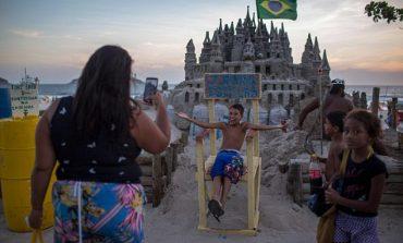 """Ja kush është """"mbreti"""" më i çuditshëm në botë. Drejton një kështjellë prej... rëre (FOTO)"""