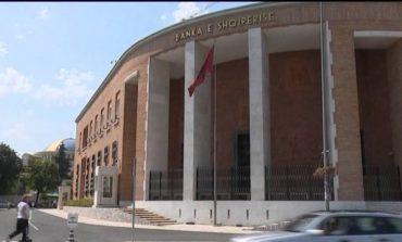 """""""Pëllëmbë dhe bankë"""", Shqipëria shënon nivelin me të lartë të prezencës së bankave të huaja në rang global"""