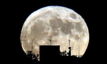 Fenomeni i rrallë: Sonte shfaqet 'hëna e ujkut' (VIDEO)