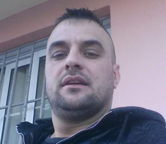 Ky është Elton Ferko, fieraku që kishte mbushur çantën me heroinë e po shkonte në Greqi, si zotëri