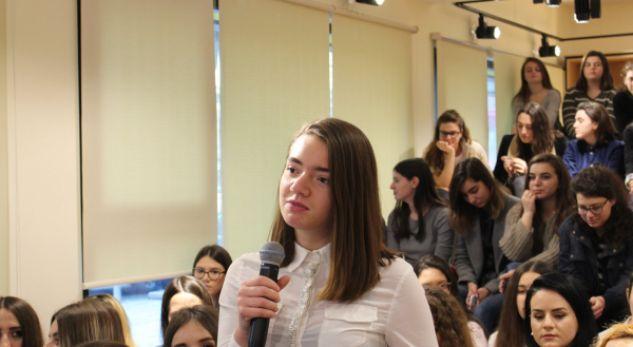 Vajzat shqiptare kryesojnë në botë për prirjet në shkencë