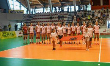 VOLEJBOLL/Shqipëria mposht 3-0 Kosovën në miqësoren e femrave