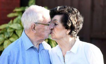 Çifti 89 vjeçar ribashkohet pas 72 vitesh për t'u martuar