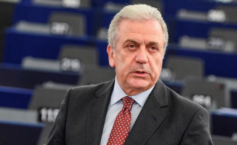 Avramopolos flet para vizitës në Tiranë, mesazhi për vizat: Frontex në kufijtë shqiptarë