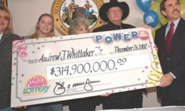 Bileta e mallkuar! Fitoi 315 milionë dollarë në llotari, por më pas ...(FOTO)
