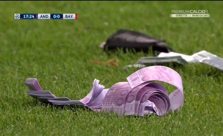 Hodhën euro në fushën e lojës, UEFA shpërblen tifozët e Bajernit të Mynihut