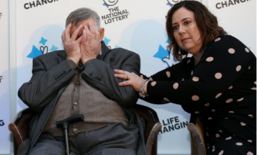 Në moshën 87-vjeçare fitoi lotarinë prej 18 milionë paund, ja çfarë planifikon të bëjë me to! (FOTO)