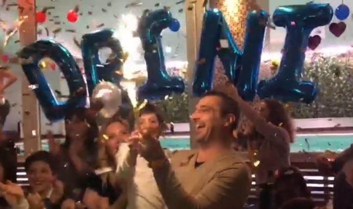 Shfaqet pas shumë kohësh! Tahiri feston me fishekzjarre ditëlindjen e djalit (VIDEO)