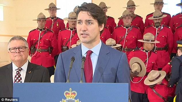 Parada në Kanada, oficerëve u bie të fikët gjatë fjalimit të kryeministrit Trudeau (VIDEO)
