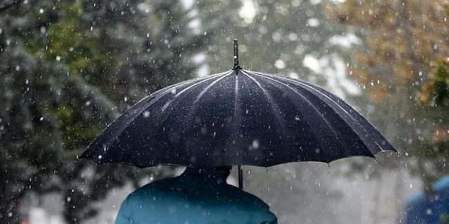 MOTI/ E martë 13 mars: Edhe SOT me çadra! Reshjet nuk ndalen ndërsa temperaturat… (FOTO)