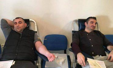 Shqiptarët dhurojnë gjak në Greqi, për bashkatdhetarët që kurohen në spitalet e vendit fqinj (FOTO)