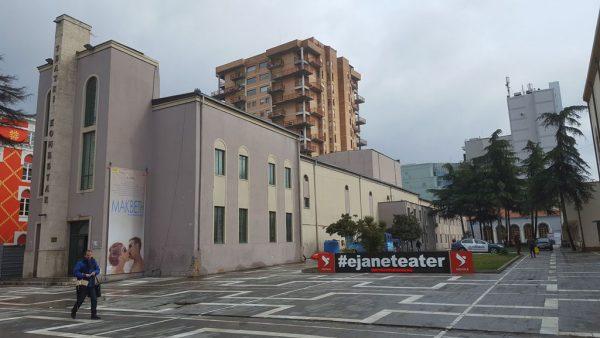 Teatri me katër kulla nga pas, kritikët kundërshtojnë planin: Nuk është qëllimi një godinë më e mirë por…