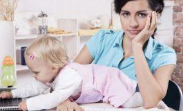 Nënat që rikthehen shpejt në punë pas lindjes, po prodhojnë fëmijë me çrregullime mendore