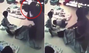 MOMENTI SHOKUES/ Edukatorja përplas në dysheme foshnjën 8-muajshe (VIDEO)