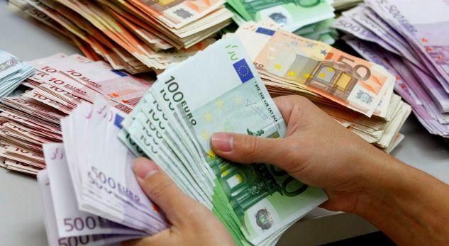 Euro arrin nivelin më të ulët që nga 2009, edhe sa do vazhdojë rënia?