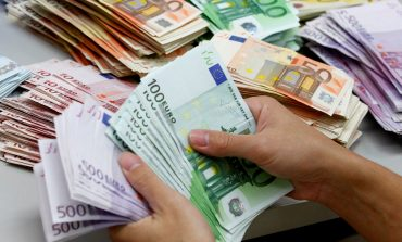 Pas 3 javësh ndalet rënia e euros. Sot fitoi pikë ndaj lekut, por…