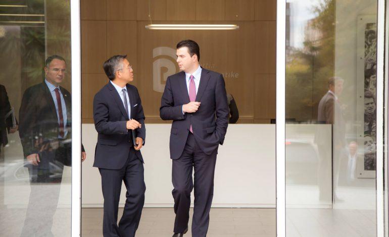 AKUZA për LOBIM me para të PISTA/ Përfundon takimi mes ambasadorit Lu dhe Bashës