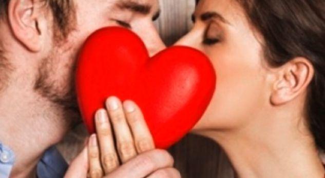 Shteti evropian që kishte dënim me vdekje puthjen në publik