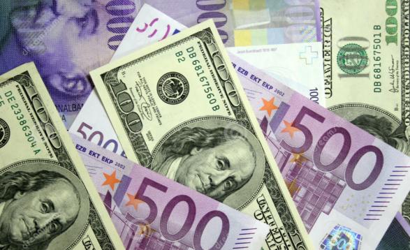 Euro dhe dollari nuk ndalin rënien, ekspertët japin alarmin: Ka shumë valutë të pakontrolluar