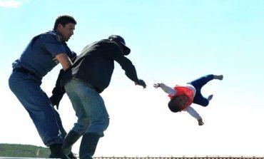 FOTOT/ Babai i çmendur hedh vajzën 6-muajshe nga çatia
