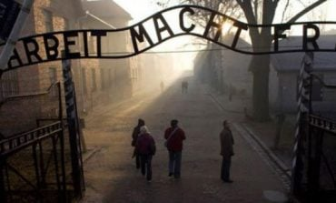 Studimi i Holokaustit: Dy të tretat e brezit të viteve 2000 nuk e dinë çfarë është Aushvici