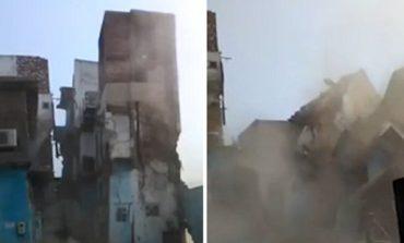 Minjtë brejtën themelet e ndërtesës, banesa trekatëshe shembet në pak sekonda (VIDEO)