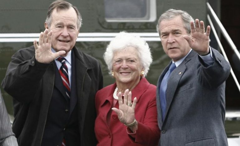 FOTO NGA JETA E ISH-ZONJËS SË PARË/ Lamtumira ndaj Barbara Bush, i biri Jeb ishte përzgjedhur për elegjinë