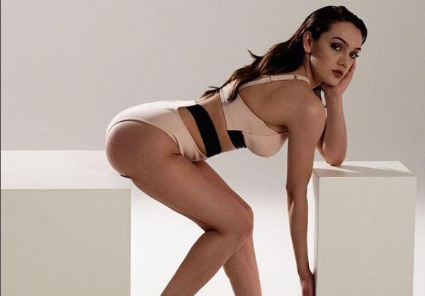 FOTOJA topless ACARON ndjekësit e Klaudias: TURP! Je më mirë kur nuk zhvishesh, pse…