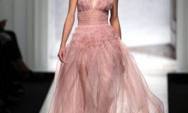 Roza, ngjyra e rekomanduar për veshjet e kësaj pranvere