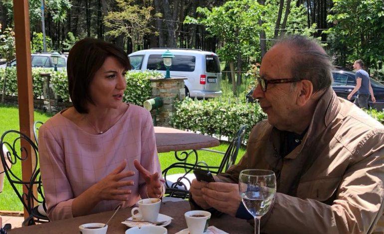 Ish-presidentja e Kosovës takon Ismail Kadarenë, çfarë i bashkoi në Tiranë (FOTO)
