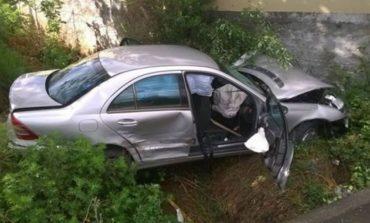 AKSIDENTI TRAGJIK NË KURBIN/ Makina humb kontrollin dhe bie në kanal, 3 të plagosur rëndë. Dyshohet se shoferi… (VIDEO)