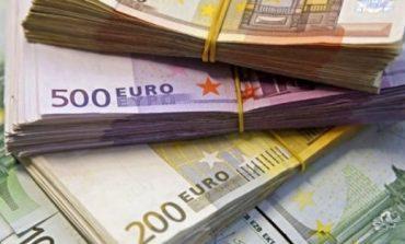 Euro vendos rekord të ri/ Zbret në 126 lekë