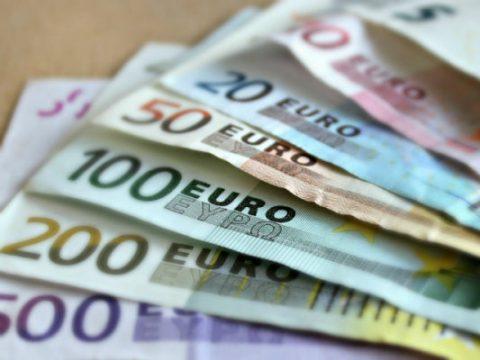 Euro të përdoret si monedhë kombëtare?! Ekspertët pro dhe kundër
