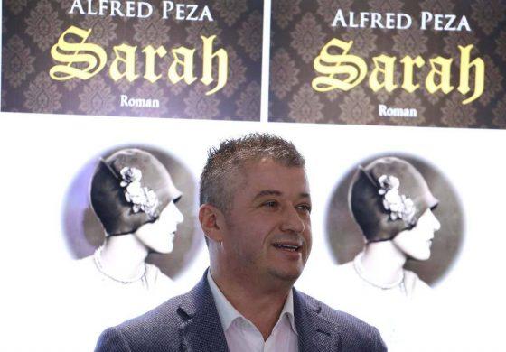 """ALFRED PEZA/ Secilit """"orën"""" dhe """"makinën"""" e vet!"""