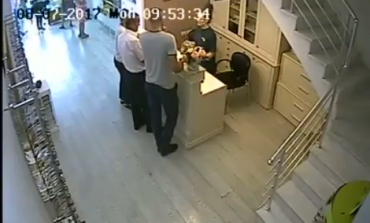 """NDODH NË TIRANË/ """"Biondja"""" hajdute tmerri i qytetarëve, seri grabitjesh në... (VIDEO)"""